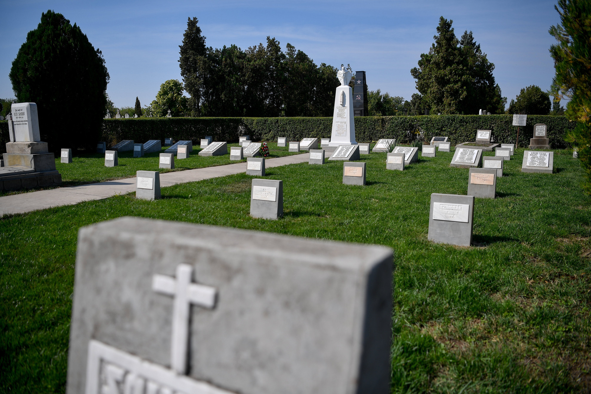 A felújított hősi parcella a partiumi Nagyszalonta temetőjében, az avatás napján, 2021. szeptember 14-én