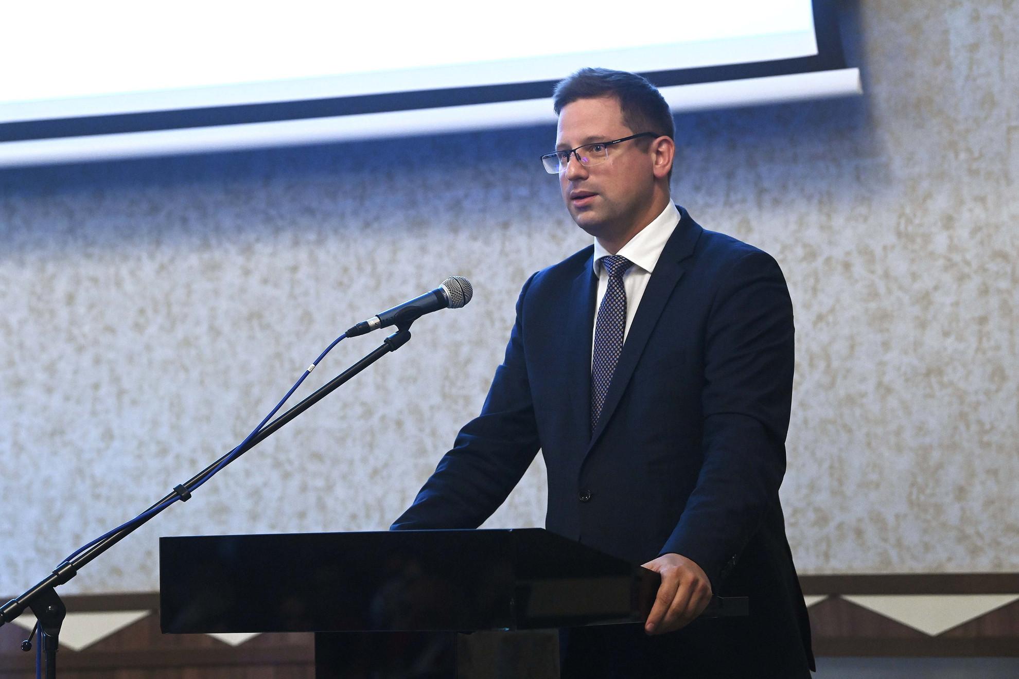 Gulyás Gergely, a Miniszterelnökséget vezető miniszter beszédet mond a Magyar Jogász Egylet (MJE) tizenötödik Magyar Jogászgyűlésén