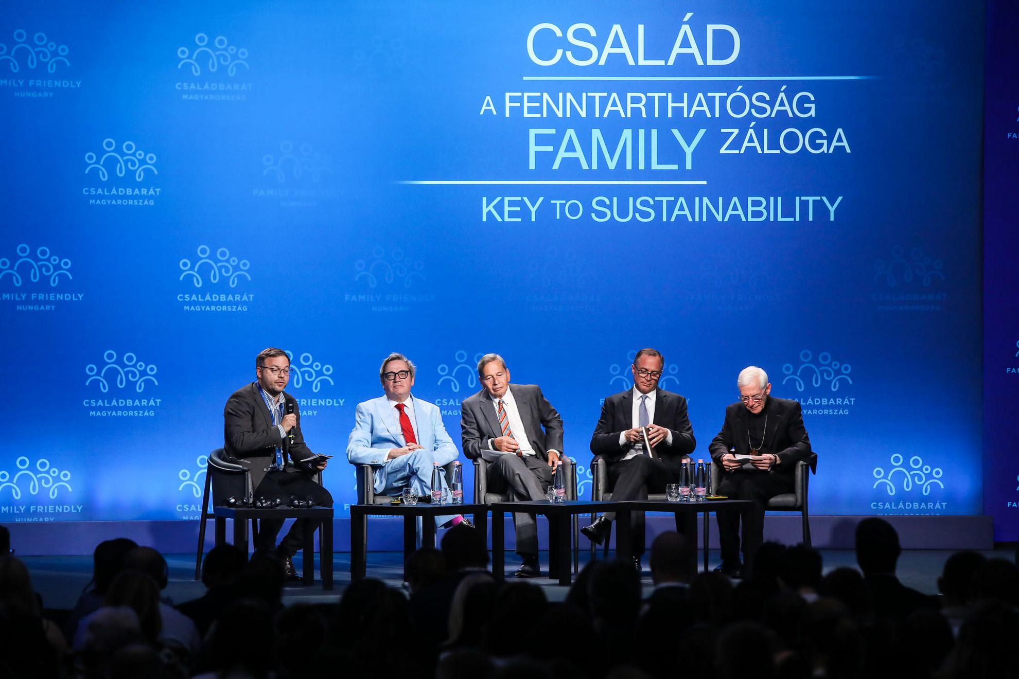 Orbán Balázs,Phillip Blond,Frank Füredi,Dan Schneider ésMichael A. Blume (b-j)