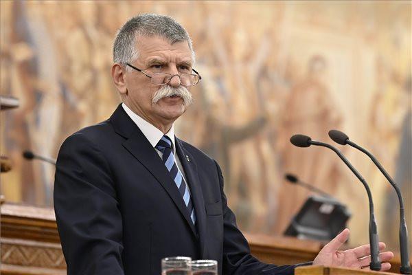 Kövér László, az Országgyűlés elnöke köszöntőt mond a Petneházy történelmi konferencián az Országház Felsőházi üléstermében