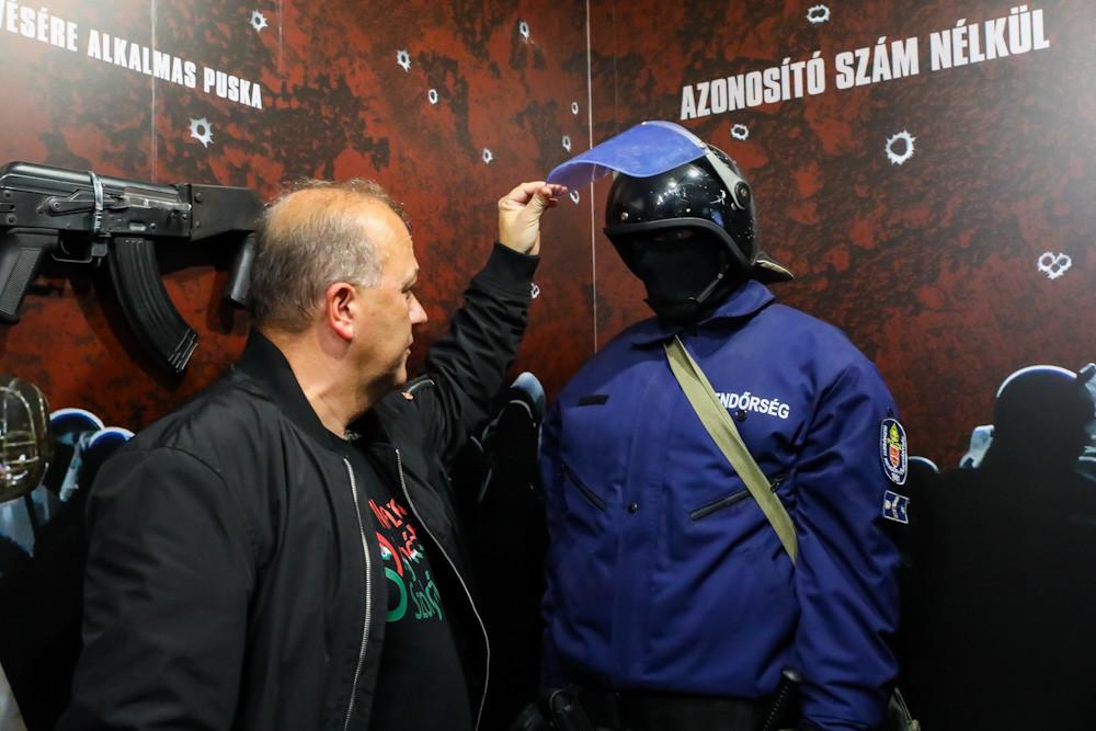 Útjára indult a vándorkiállítás a Gyurcsány-terror rémtetteiről