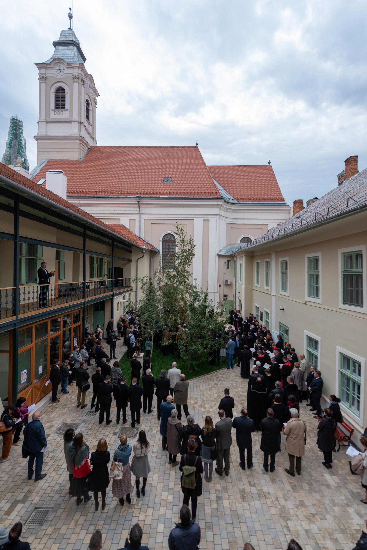 Résztvevők a kolozsvári evangélikus-lutheránus templom és püspöki székház újjászentelésén