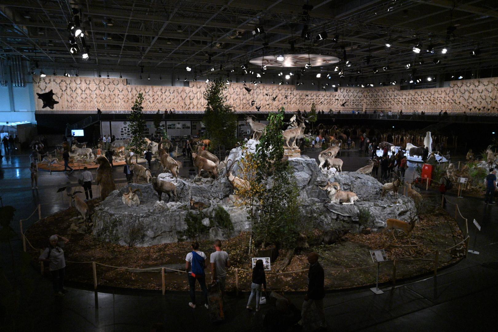 A világkiállításon a megújult Hungexpo Kongresszusi és Kiállítási Központ területén nyolc pavilonban várják különféle programokkal a látogatókat szeptember 25-től október 14-ig (Kattintással vagy pöccintéssel lapozhatók a galéria fotói)