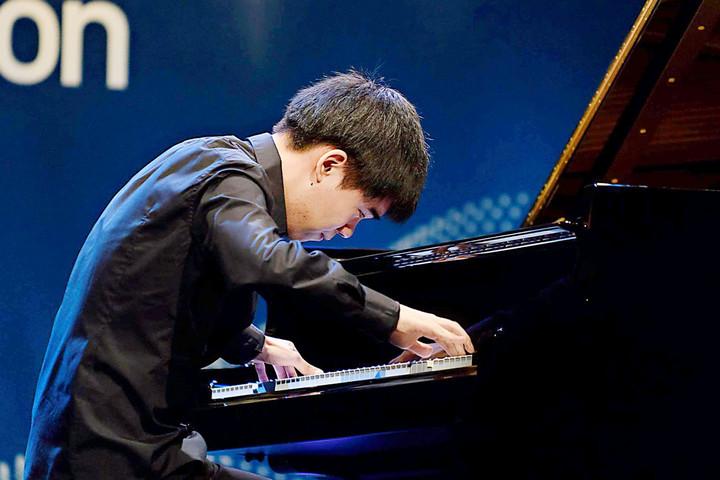 A legfiatalabb versenyző, a kanadai Kevin Chen nyerte a nemzetközi Liszt-zongoraverseny fődíját