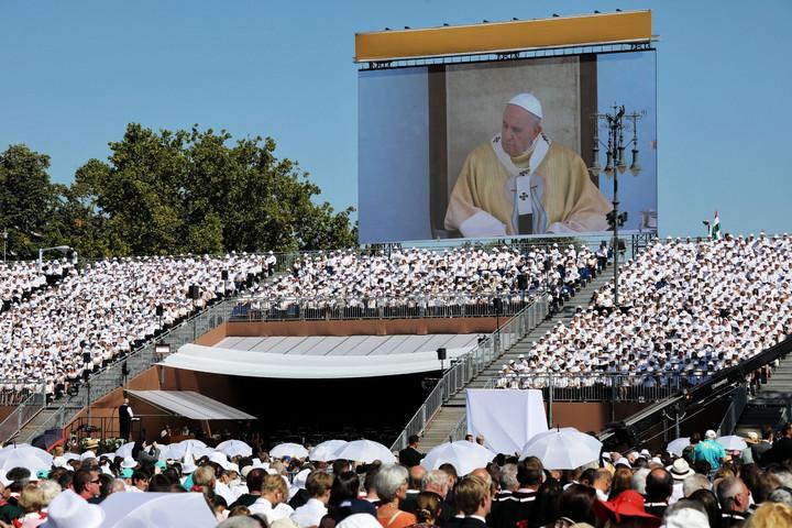"""""""Aznap a Szent Péter tér és a világ katolikusai a Hősök terére költöztek"""""""