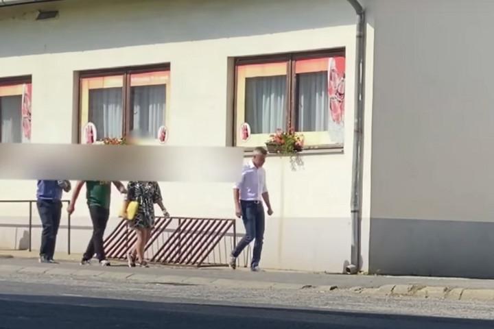 Újabb videó bizonyítja, Jakab Péter hazudott arról, hogy nincsenek testőrei
