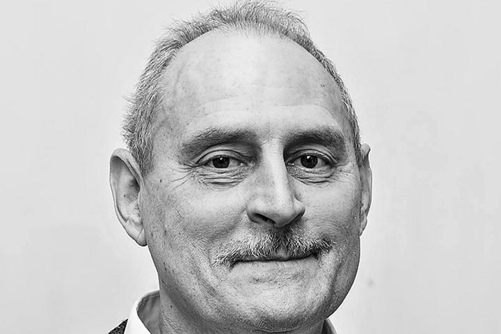 Elhunyt Olescher Tamás festőművész