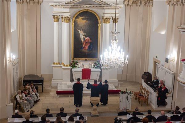 Kolozsváron felszentelték a felújított evangélikus templomot és püspöki székházat