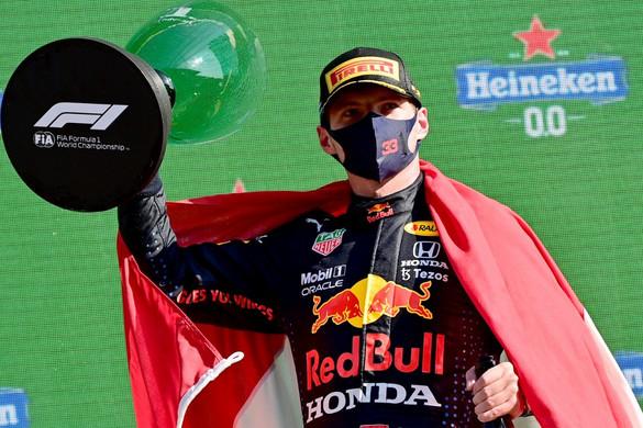 Verstappen győzött hazai pályán, és átvette a vezetést az összetettben