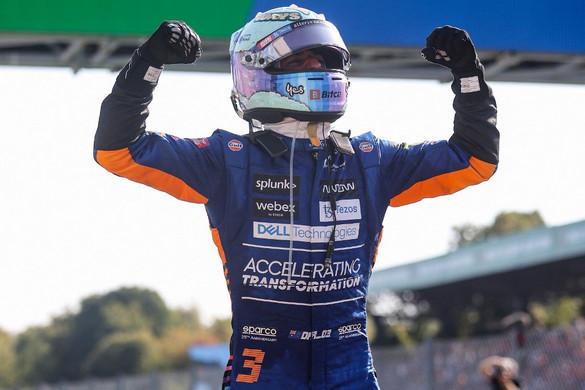 Ricciardo nyert Monzában, Hamilton és Verstappen kiesett