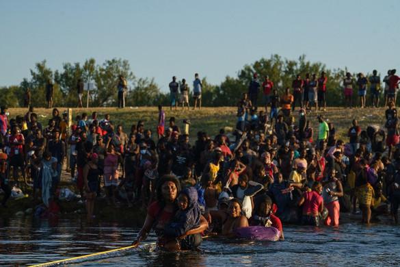 Egymillió migráns veszélyezteti az Egyesült Államok déli határát
