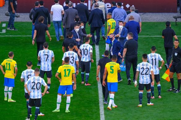Nem mindennapi körülmények között szakadt félbe a brazil-argentin vb-selejtező