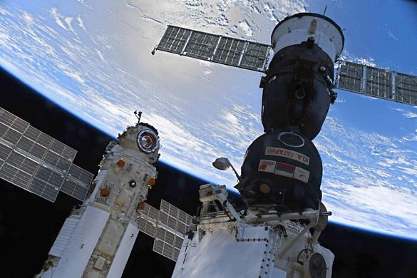 Újabb repedéseket találtak a Nemzetközi Űrállomás 1998-ban szolgálatba állított, Hajnal nevű moduljában
