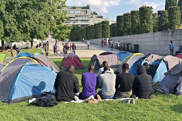 A francia választásokhoz közeledve megszabadulnának a kormánypárti kerületek a bevándorlóktól