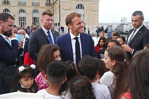 Macron Marseille kegyeit keresi
