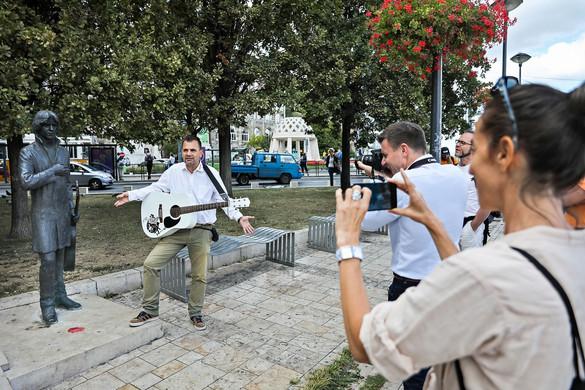 Rocktörténeti tanösvény a Vőlegény utcától a Tabánig