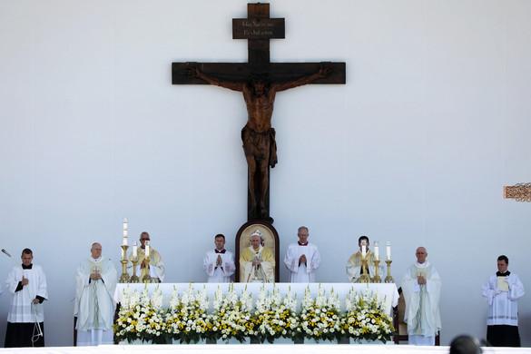 Ferenc pápa Szent István és Szent Erzsébet bátorságát és hitét emelte ki