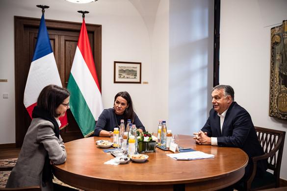 Orbán Viktor és Novák Katalin a francia nagykövettel egyeztetett