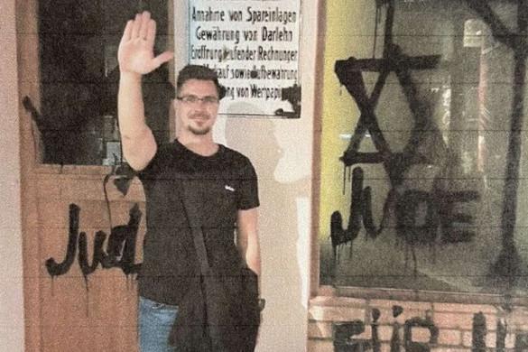 Elfogadják a náci karlendítést