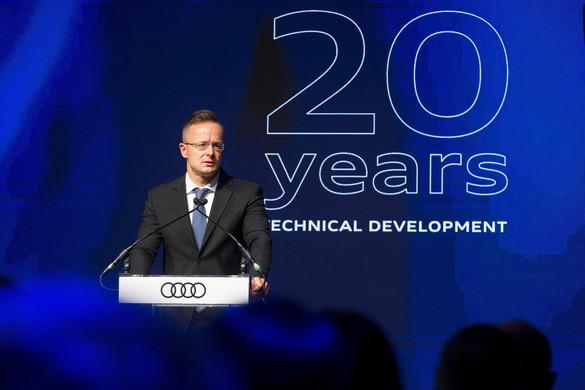 Szijjártó: A világ autóiparának egyik középpontja Magyarországon van