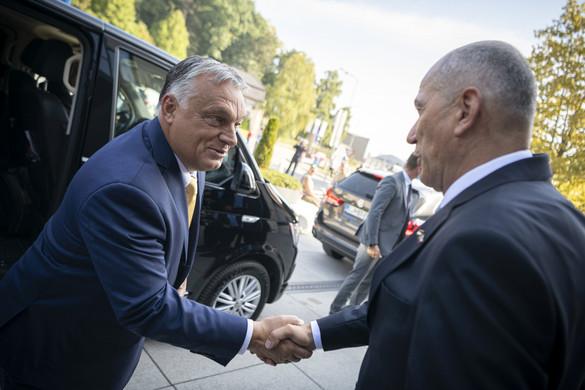 Orbán: A közép-európai gazdasági térség gyorsabban jön ki a válságból