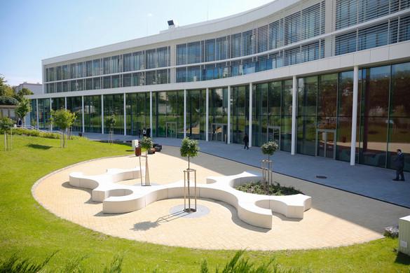 Átadták a pécsi orvoskar új oktatási és kutatási épületét