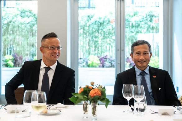 Tizenhárom ország külügyminiszterével tárgyalt Szijjártó Péter