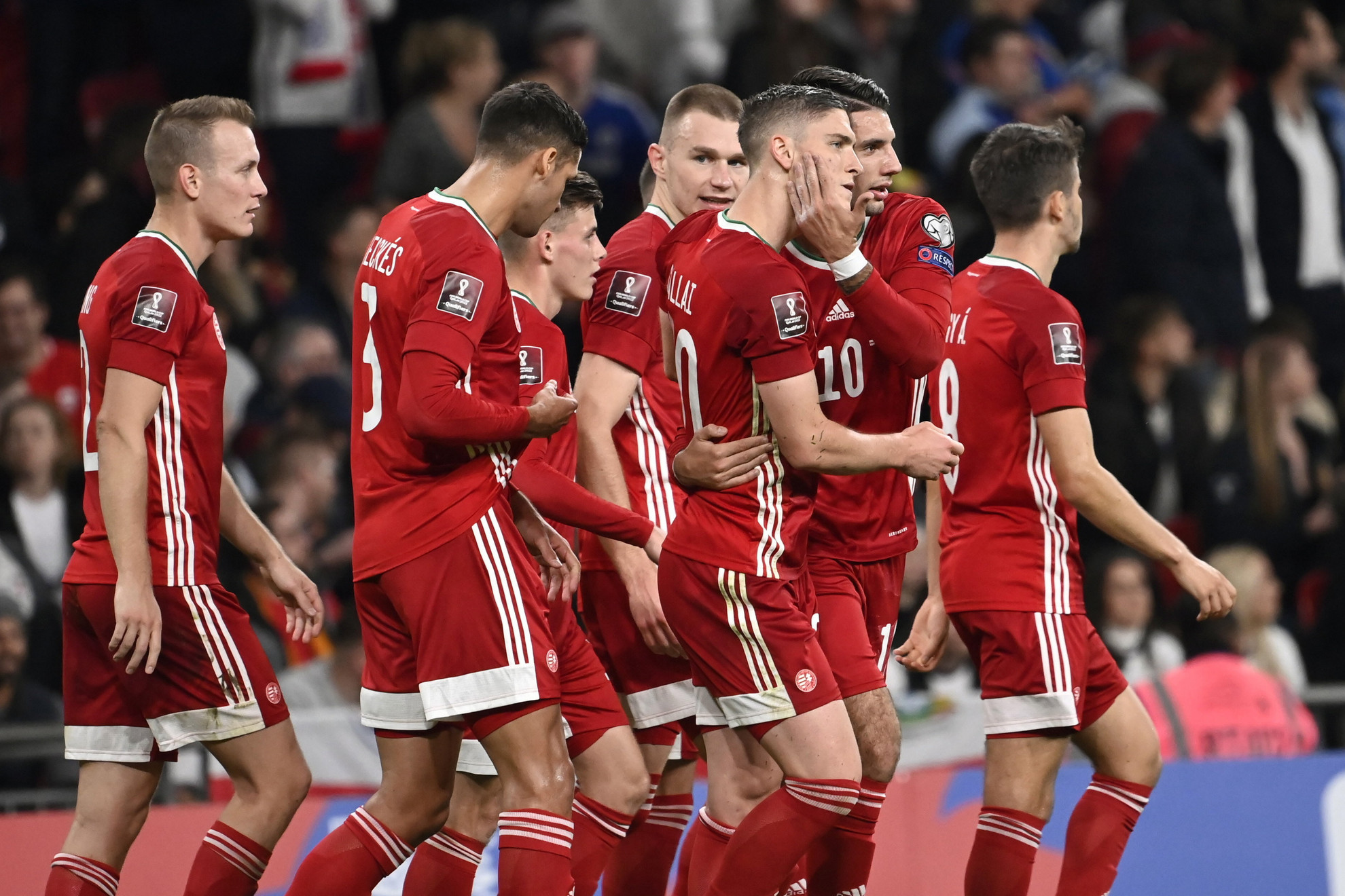 Sallai Roland (j3), miután büntetőből gólt szerzett a labdarúgó világbajnoki selejtezők 8. fordulójában játszott Anglia - Magyarország mérkőzésen a londoni Wembley Stadionban 2021. október 12-én