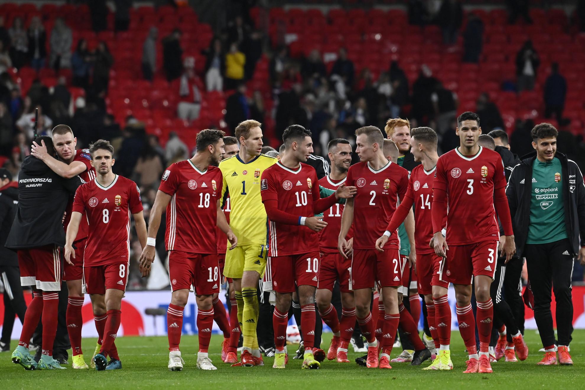 A magyar válogatott játékosai a labdarúgó világbajnoki selejtezők 8. fordulójában játszott Anglia - Magyarország mérkőzés végén a londoni Wembley Stadionban 2021. október 12-én