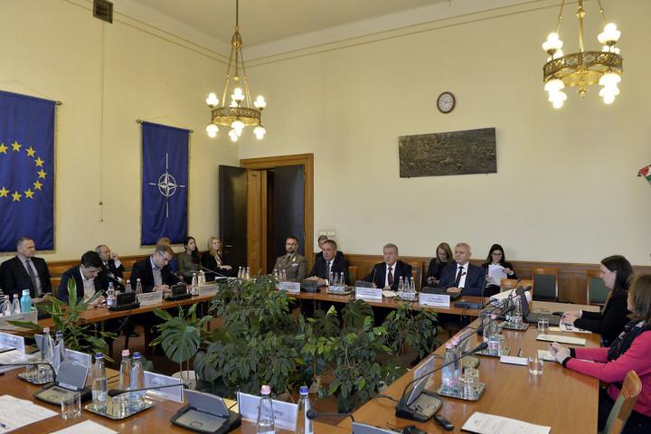 Benkő: Meg kell kezdeni a Magyar Honvédség átstrukturálását