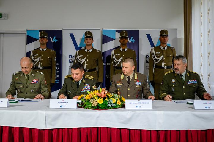 Közös nyilatkozatot írtak alá a visegrádi országok vezérkari főnökei