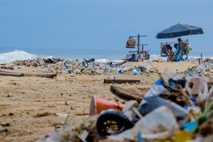 A század közepére több műanyag lehet a tengerekben, mint hal