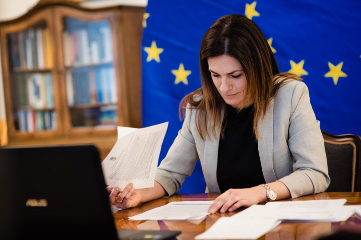 Varga Judit: Kitartunk elveink, értékeink mellett!