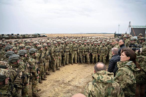 Orbán: Fejlesztjük a hadsereget