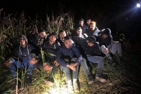 Rengeteg migránst fogtak el a rendőrök szombat hajnalban