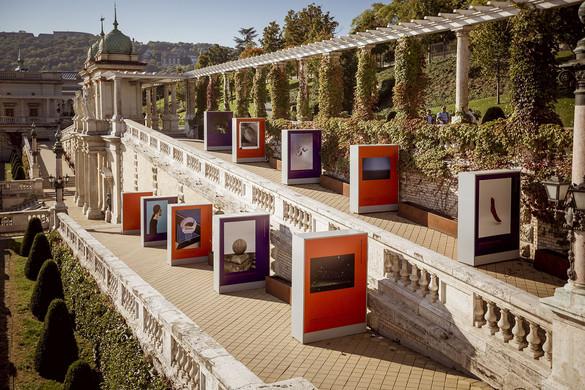 A visegrádi országokon átívelő kiállítás nyílt a Várkert Bazárban