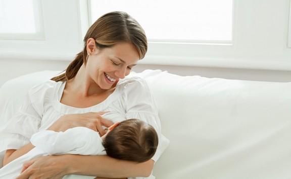 Az újszülött egész életét meghatározza, ha kizárólag anyatejjel táplálják
