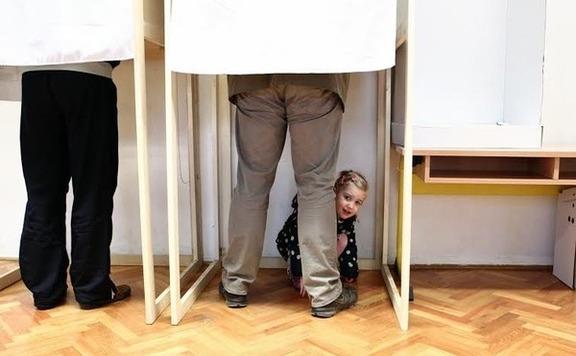 Több mint 17 ezer mandátumról döntenek a választók