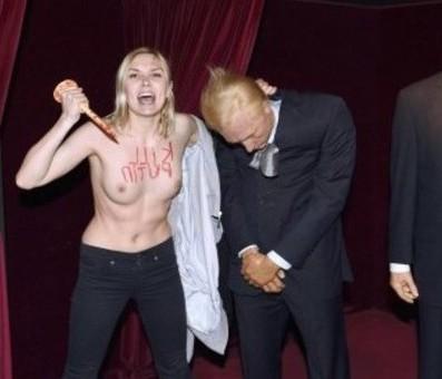 Putyint szíven szúrta kicsi