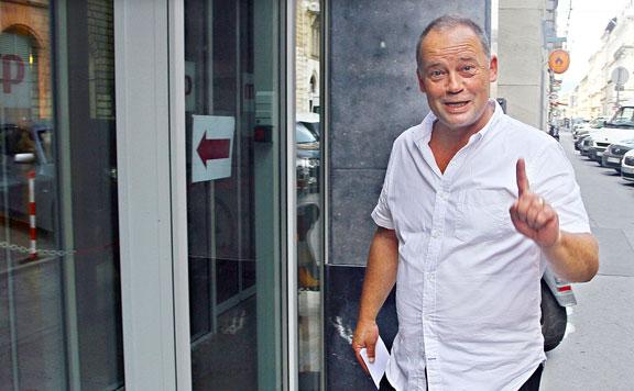 Felfüggesztette az MSZP Szanyi párttagságát