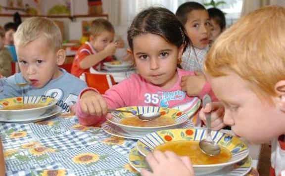 Az őszi szünetben is biztosított a rászoruló gyermekek étkezése