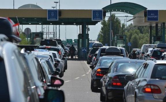 Szerbia néhány kisebb határátkelőt is lezár