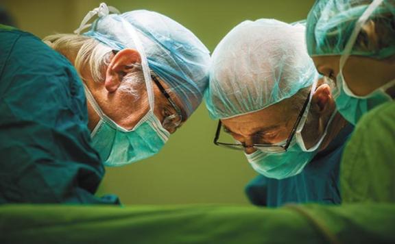 Kásler Miklós elrendelte a halasztható műtétek felfüggesztését keddtől
