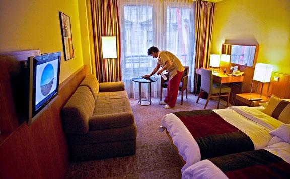 Bezárnak a szállodák, hogy ne legyen esély a vírus terjedésére