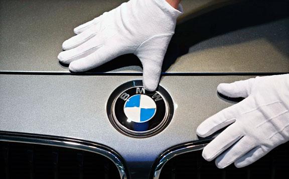 Elhalasztja debreceni gyára üzembe helyezését a BMW