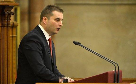 Fidesz: A szocialisták üzleteltek Pecinával