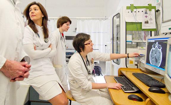 Több mint 82 ezer egészségügyi dolgozó bére emelkedik júliustól