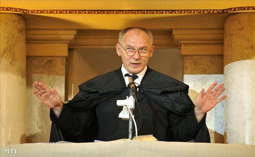 Bogárdi Szabó István: Krisztustól semmi sem választ el minket