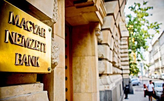 Ingatlanár-buborék kialakulásától tartanak a bankok