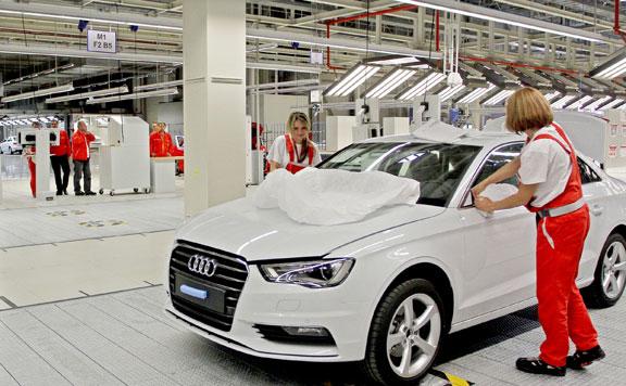 Fokozatosan újraindul az autógyártás